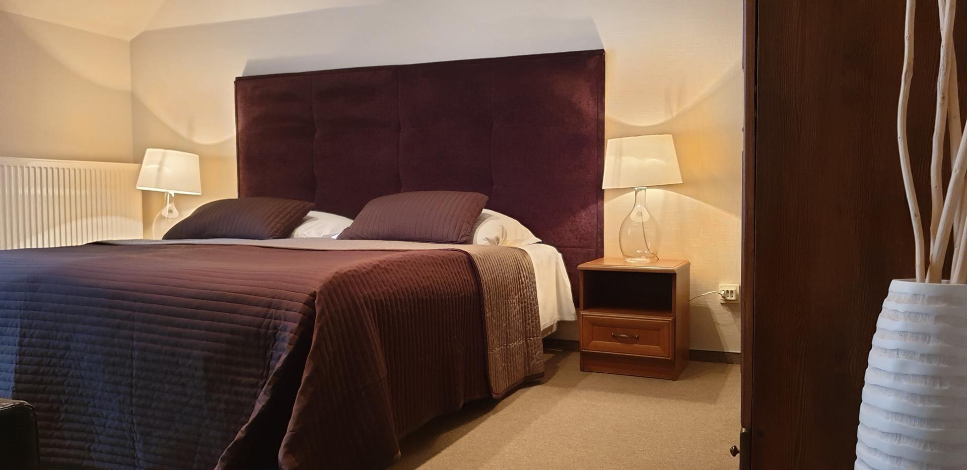 pokoje z łóżkiem małżeńskim zorza